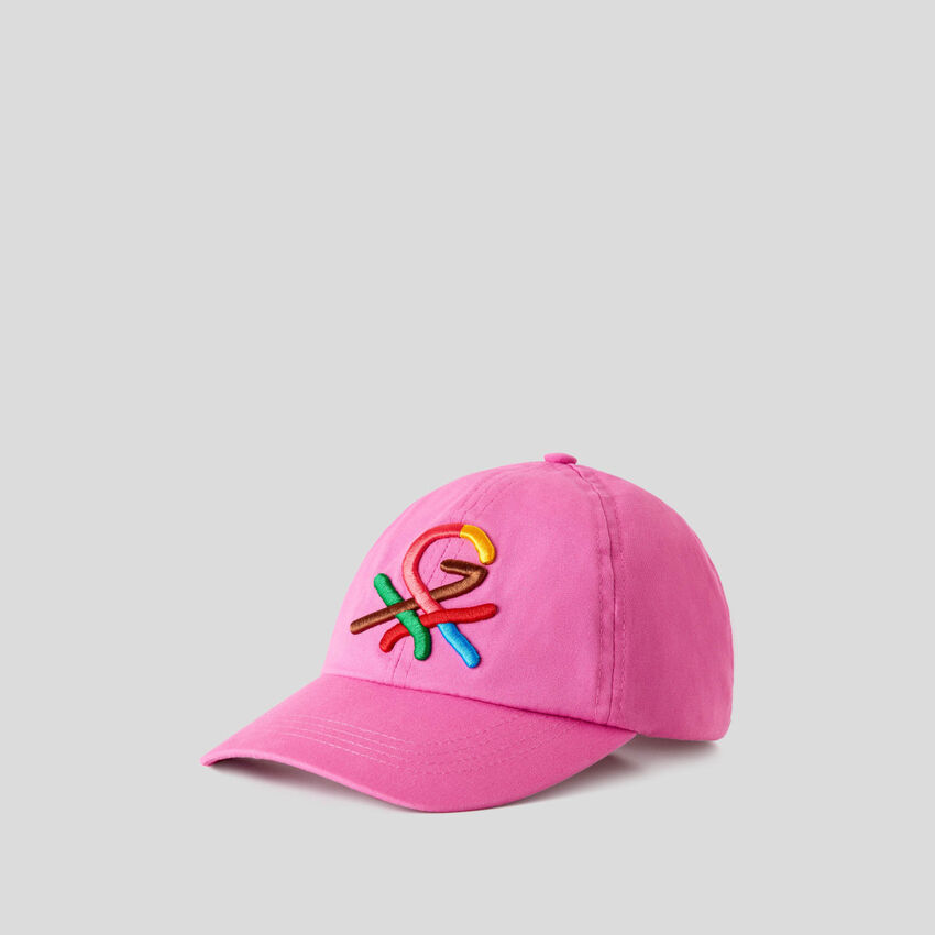 Fuchsia hat with embroidered logo by Ghali