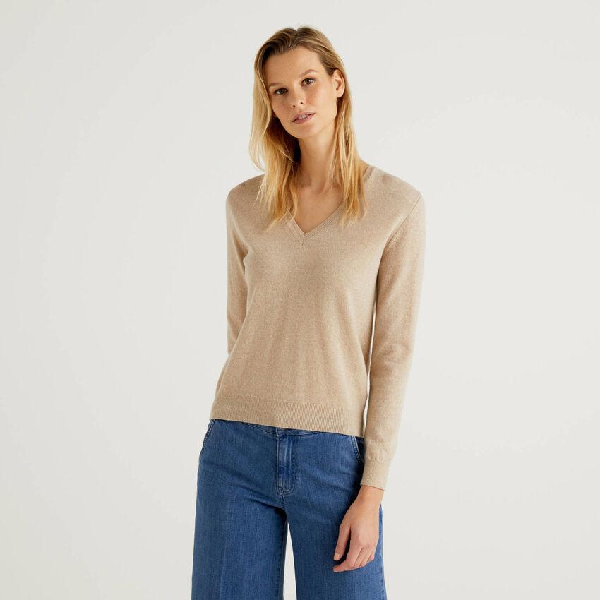 Beige V-neck sweater in pure virgin wool