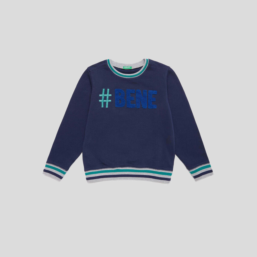 Sweatshirt with embroidery