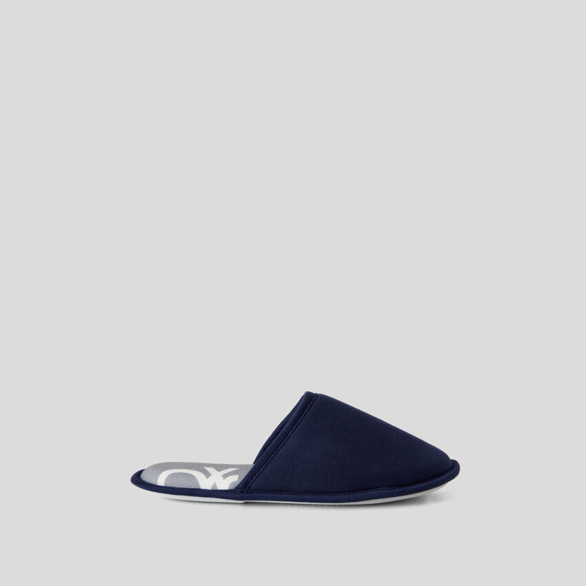 Dark blue slippers with pattern print