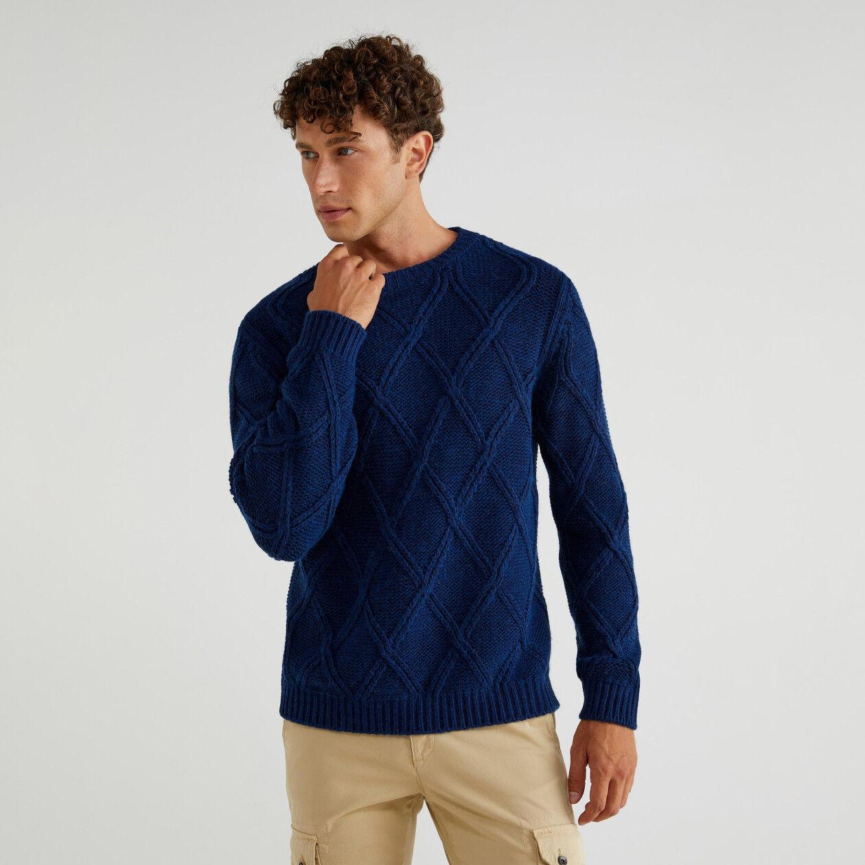 Sweater with diamond pattern