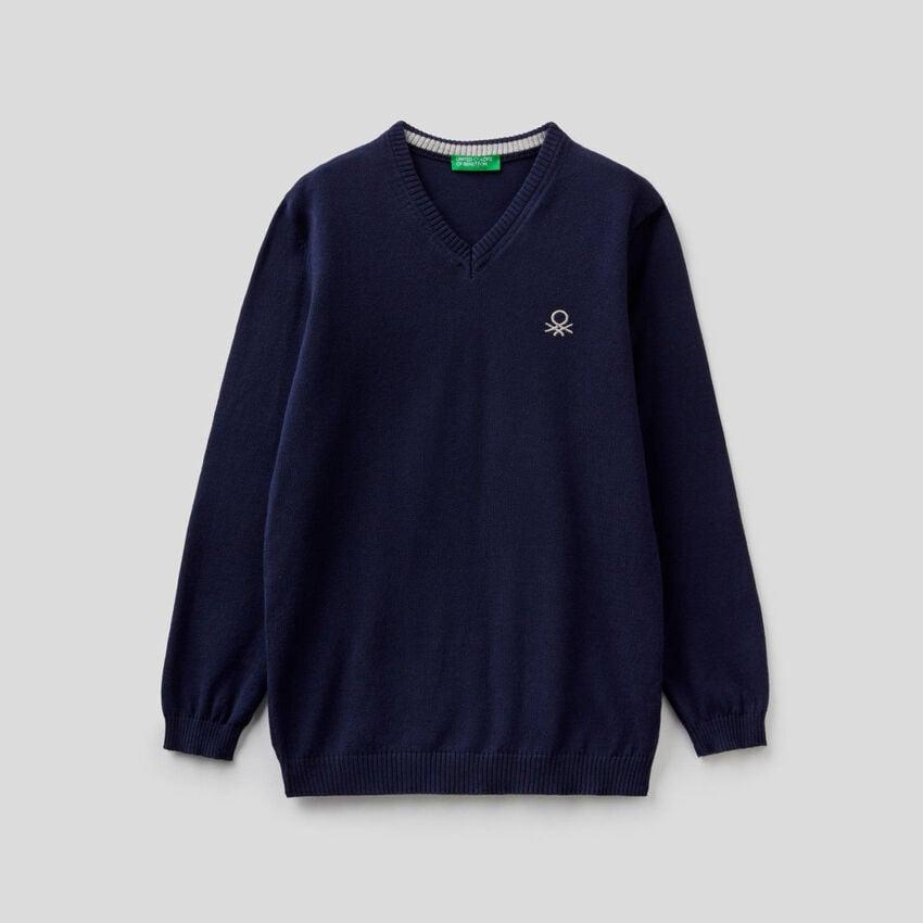 100% cotton V-neck sweater