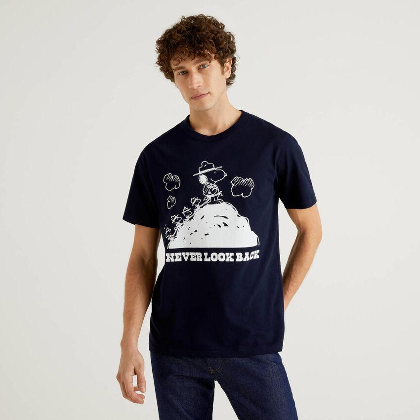 Dark blue peanuts t-shirt