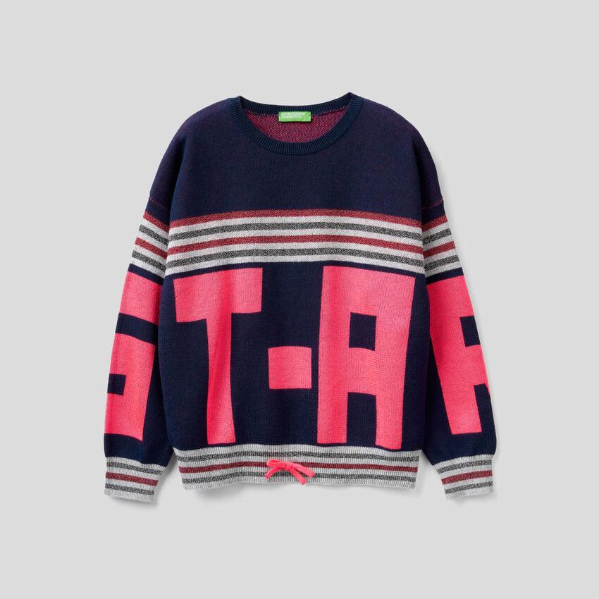 Dark blue sweater with inlay
