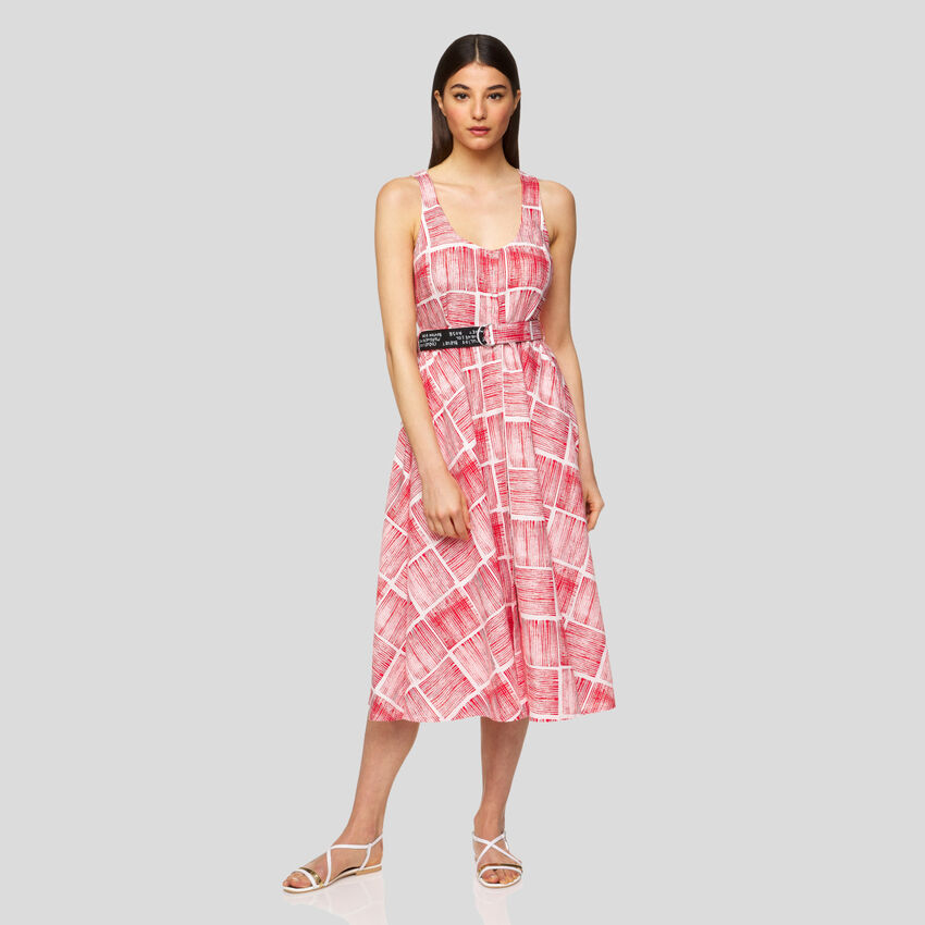 Sleeveless dress with allover pattern