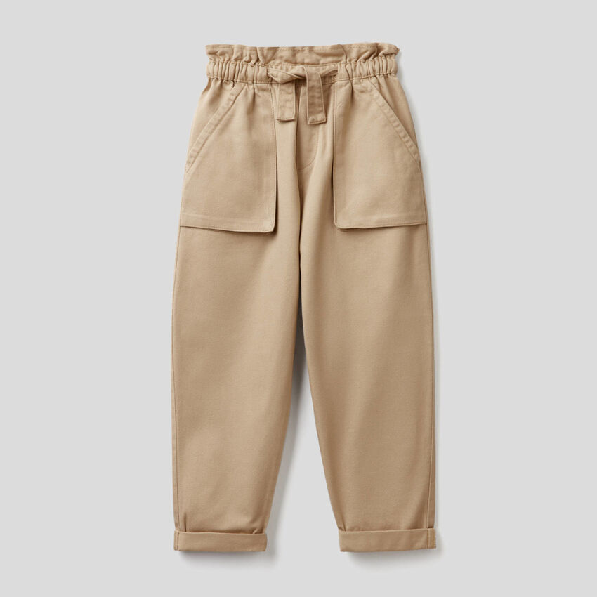 Trousers with maxi pockets
