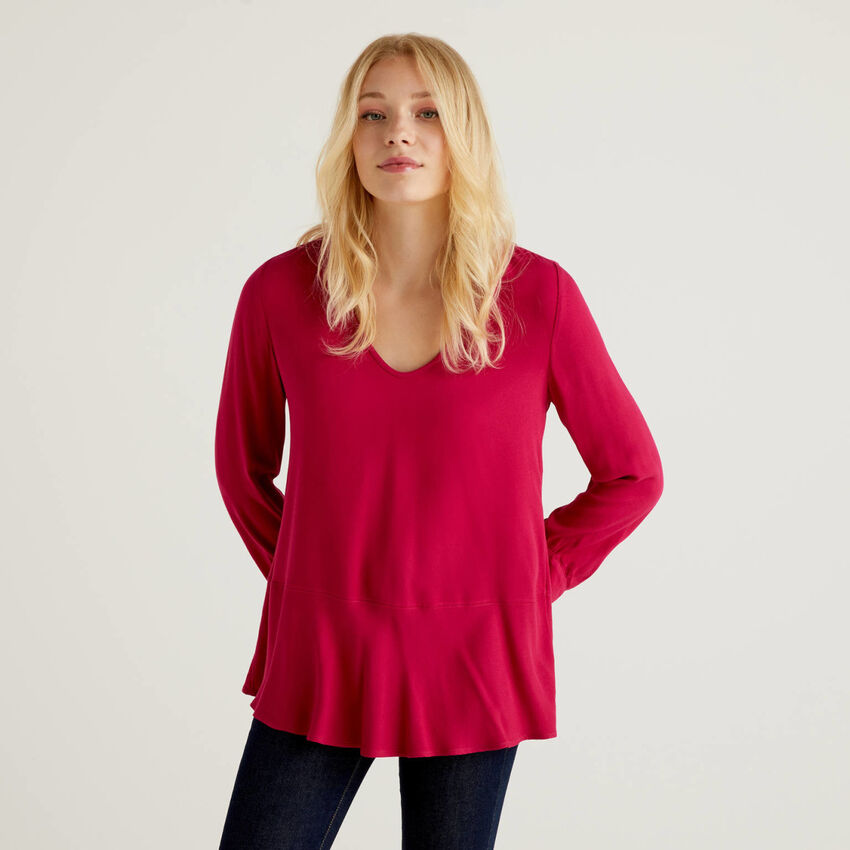 Blouse with V-neck and frill at the bottom