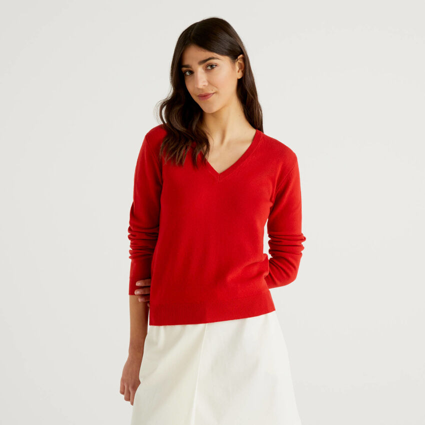 Red sweater with V-neck in pure virgin wool