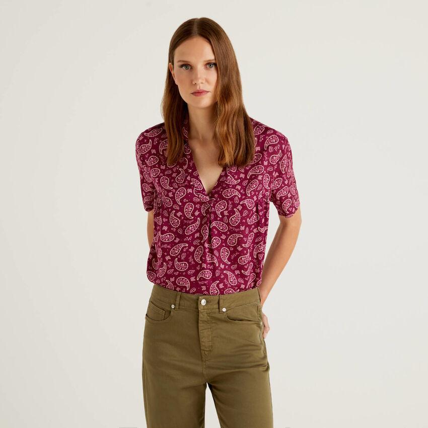 Short sleeve shirt with V-neck