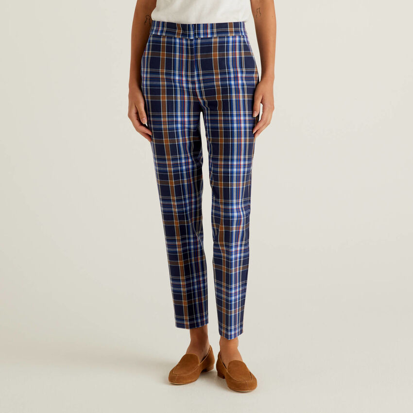 Check trousers in flowy fabric