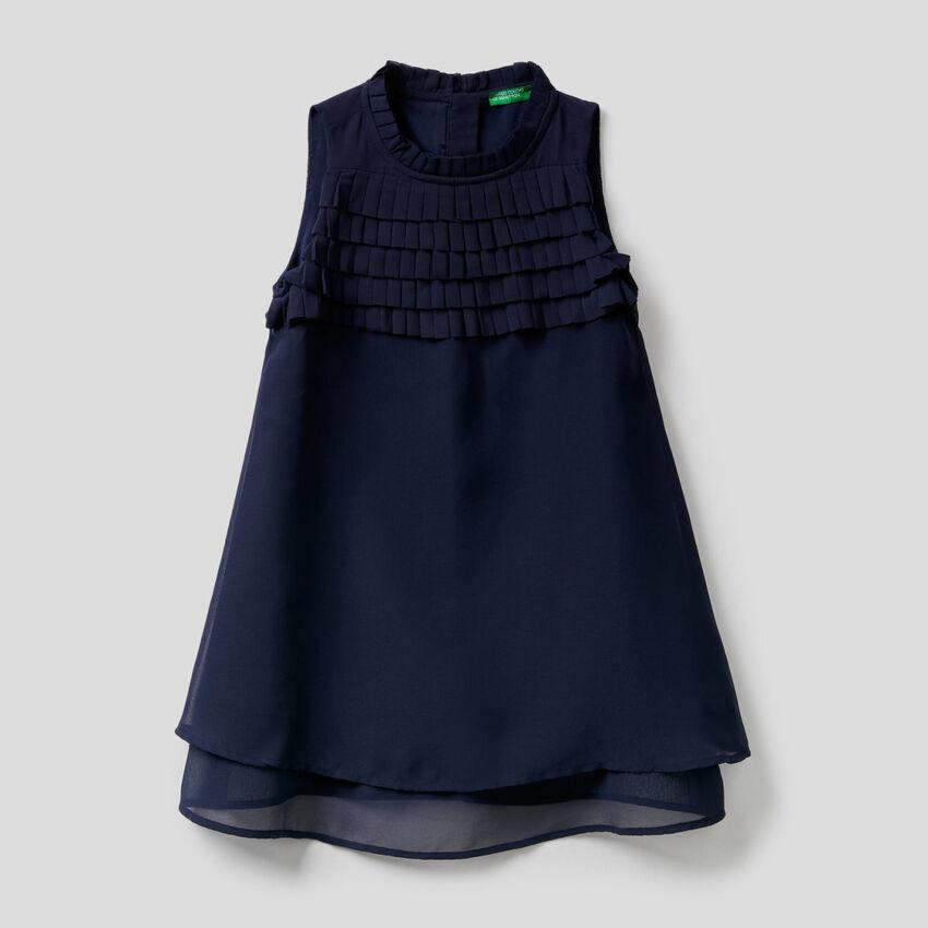 Sleeveless dress with frills