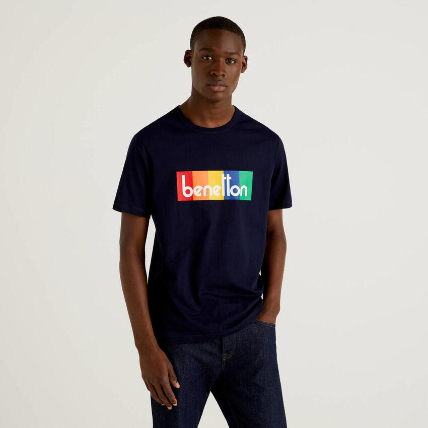 Dark blue t-shirt with logo print