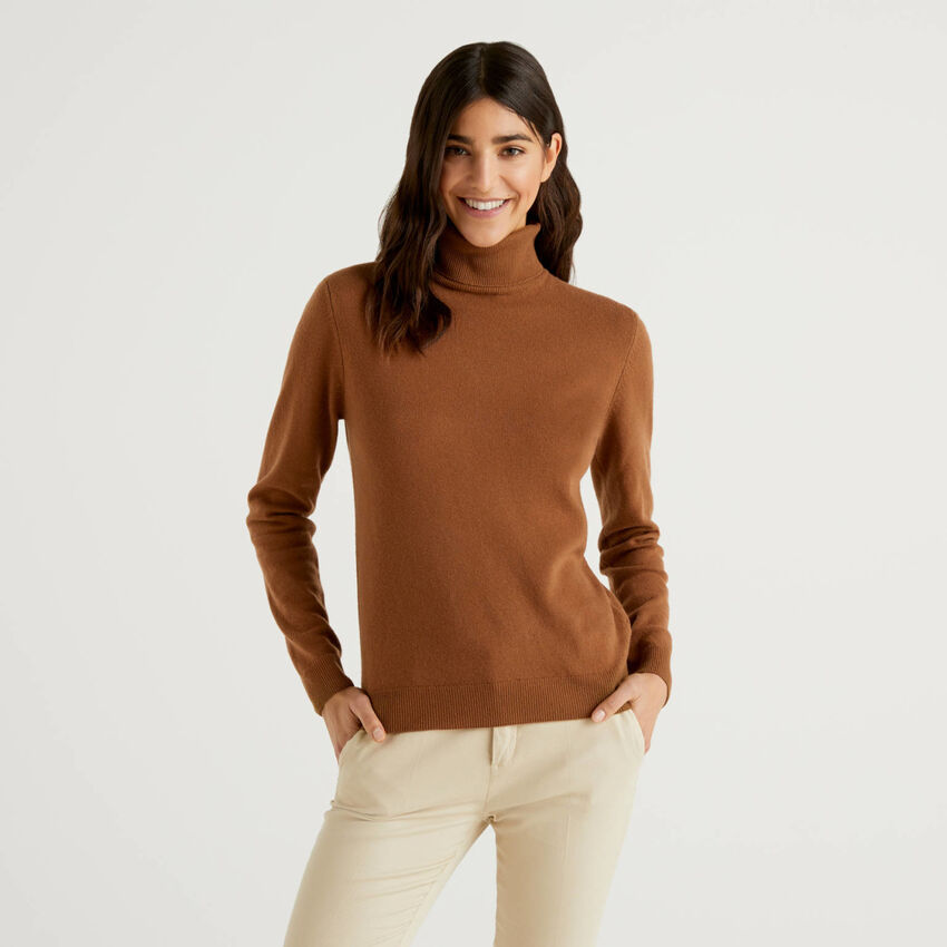 Brown turtleneck sweater in pure virgin wool