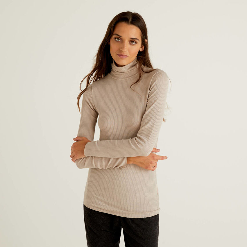 Turtle neck t-shirt in cashmere blend