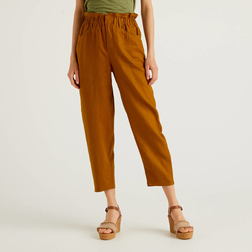 Trousers in pure linen with ruffled waist