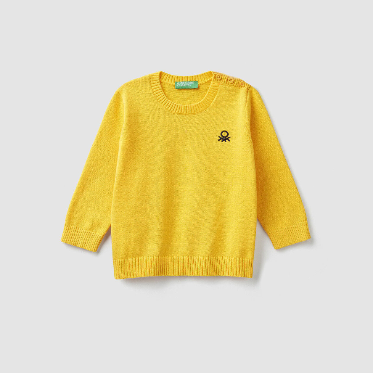 Sweater with logo and buttons