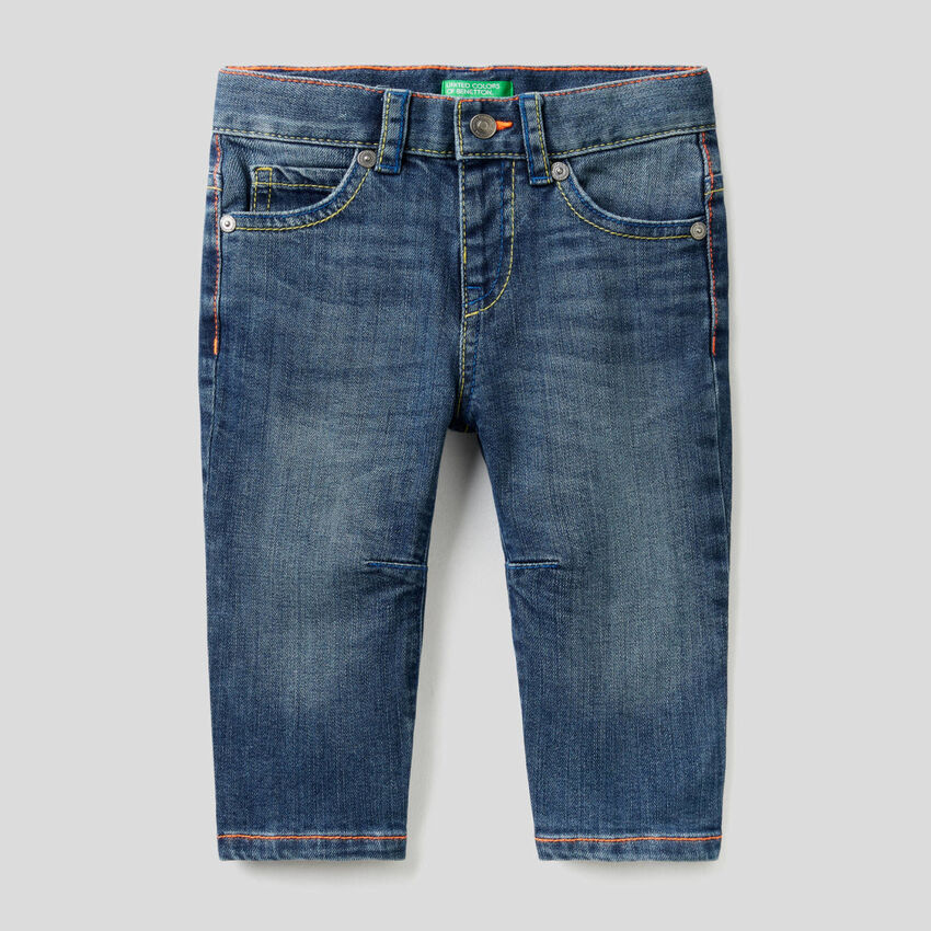 Carrot fit jeans with neon seams