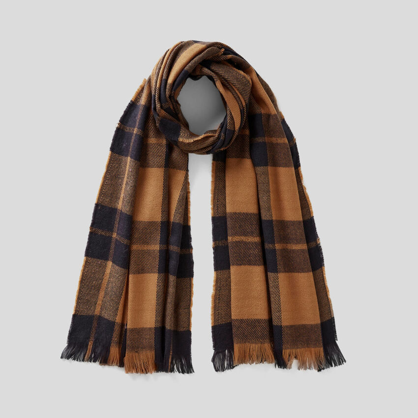 Patterned scarf with lurex