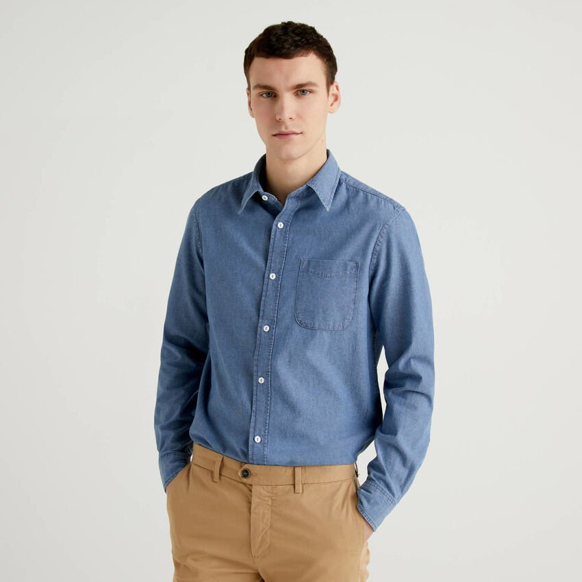 Slim fit shirt in 100% cotton chambray
