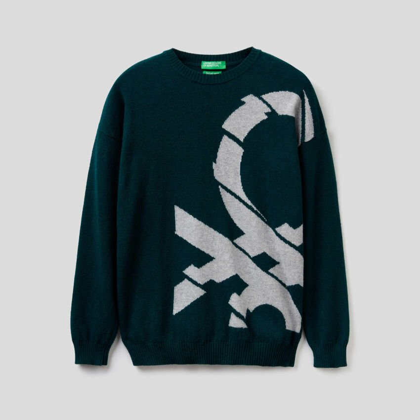 Sweater with logo inlay