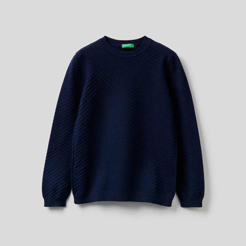 Sweater with diagonal knit