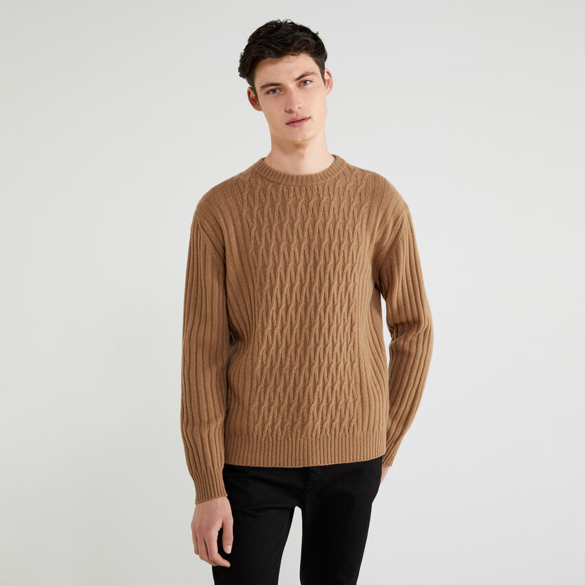 Ribbed sweater with diamond pattern